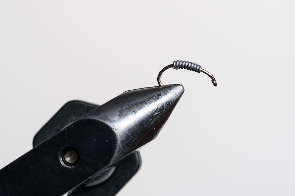 1. Cover the shank with 10 turns of 0,30 mm lead wire