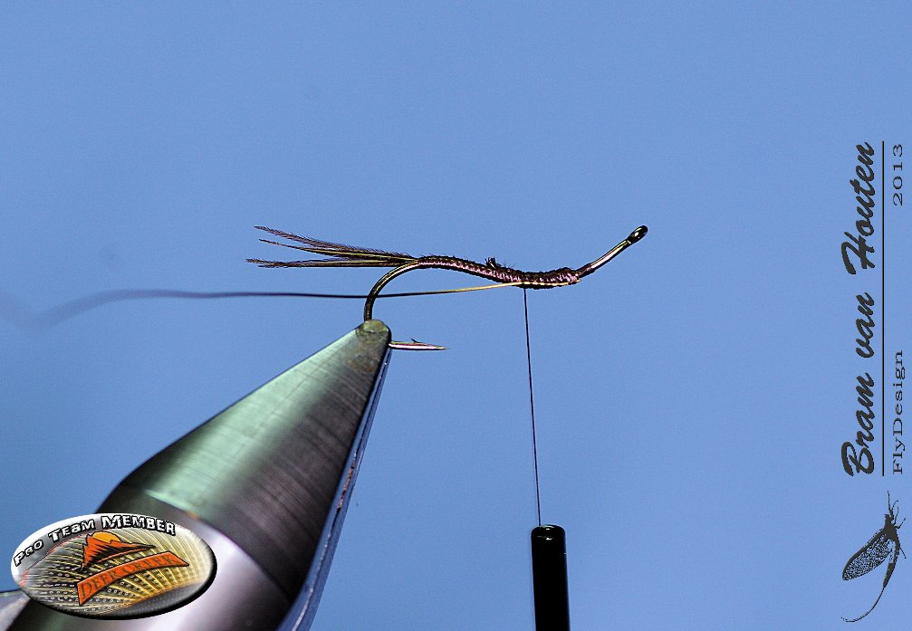 3. Tie the copper wire in the hollow of the hook